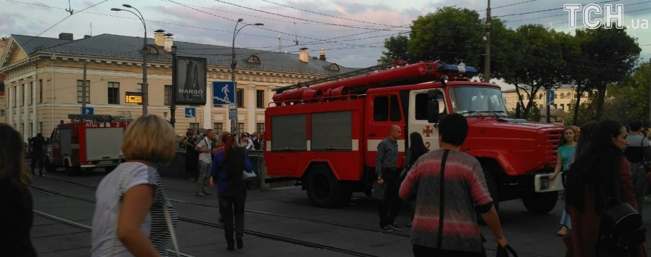 Остановить синюю ветку киевского метро могла проводка