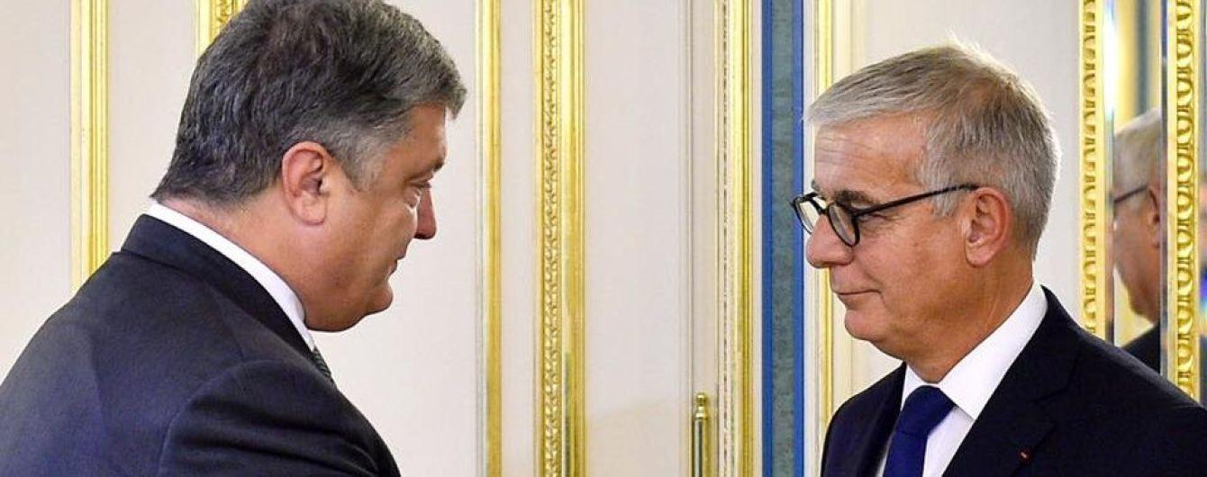 """Порошенко вручил французскому сенатору Орден """"За заслуги"""""""