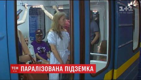 У столичній підземці вдалося відновити рух потягів після пожежі в метро
