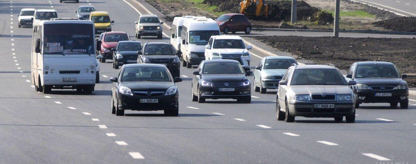 В Украине хотят уменьшить ширину полос на дорогах