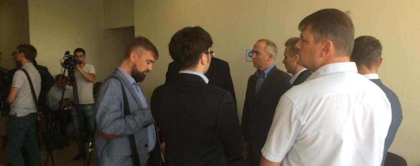 Шуфрич с родственниками и адвокатом прибыли в суд