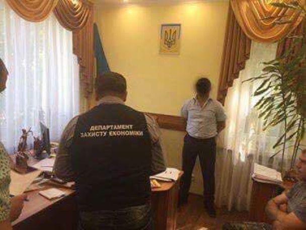 На Закарпатье местный судья и чиновник Пенсионного фонда погорели на взятке