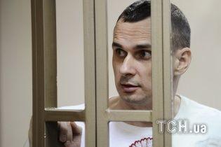 """МЗС вимагає пустити до Сенцова консула після заяв про """"отруєння"""" українця"""