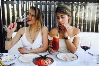После разрыва с Маском Херд релаксирует на Бали с подругой