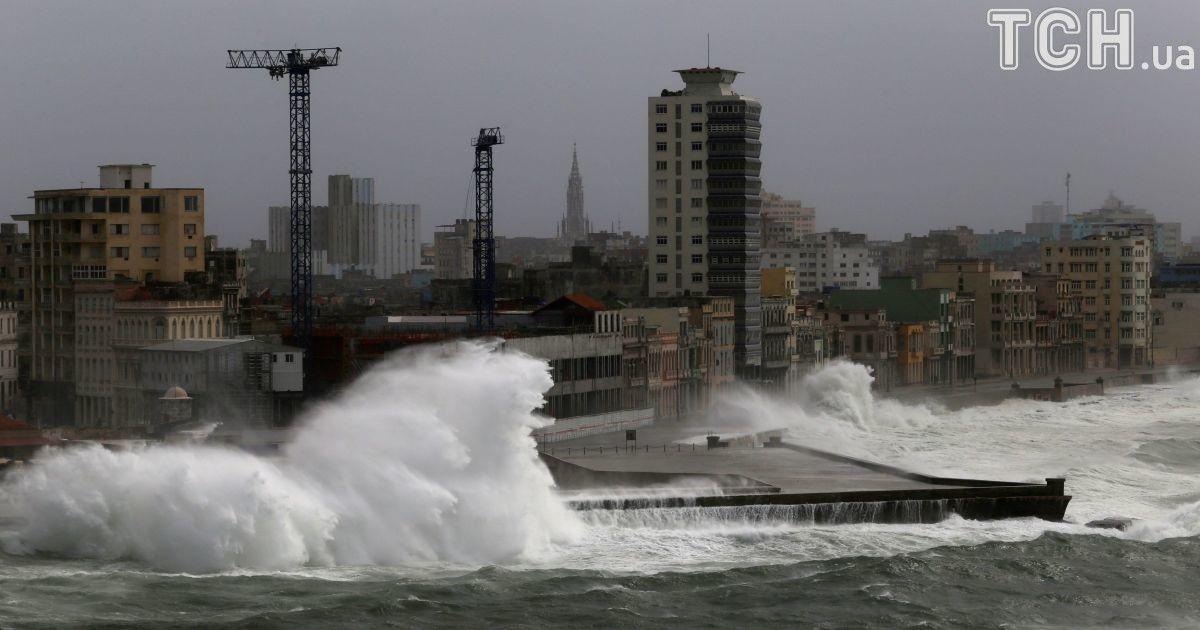 """Страшний ураган """"Ірма"""" наближається до Флориди: сильний вітер вже накрив сусідні острови"""