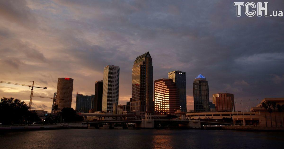 """Страшный ураган """"Ирма"""" приближается к Флориде: сильный ветер уже накрыл соседние острова"""
