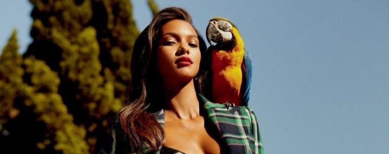 """С попугаем на плече и в бикини: """"ангел"""" Лаис Рибейро в ярком фотосете Vogue"""