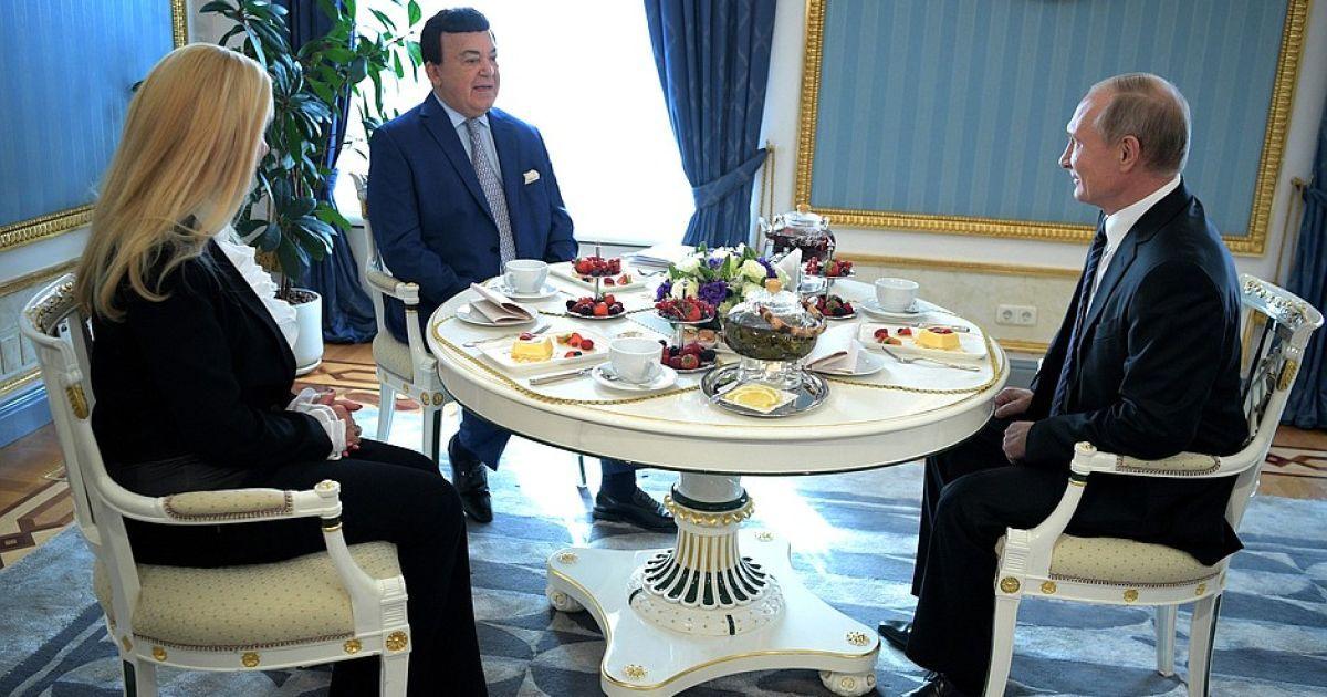 Путин лично поздравил Кобзона @ Пресс-служба Кремля