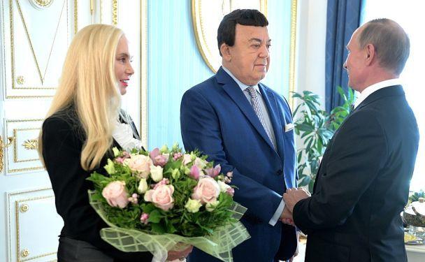 """""""Не остановить бизона и Кобзона"""". Путин поздравил одиозного певца с 80-летием"""