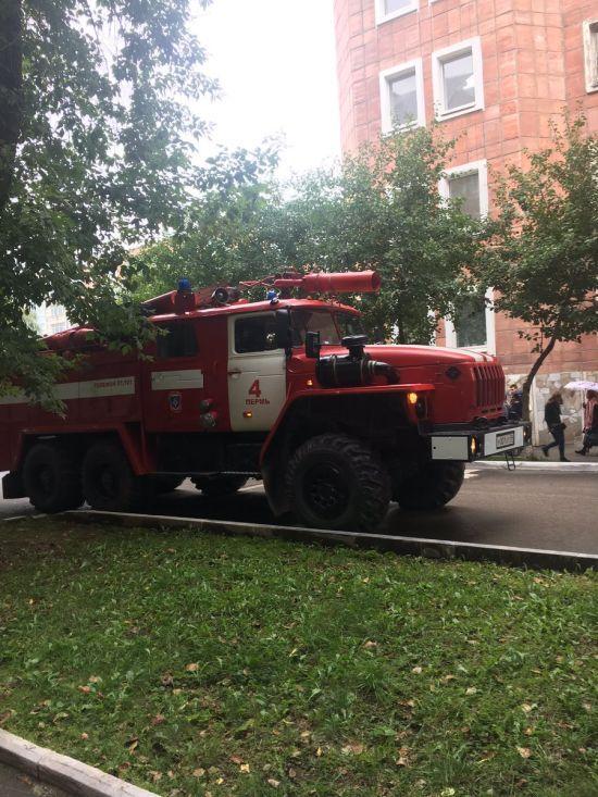 В крупных городах РФ прошла массовая эвакуация из-за сообщений о заложенных бомбах