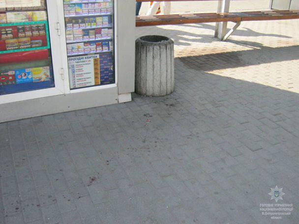 В Днепре мужчина устроил стрельбу возле супермаркета, есть раненые