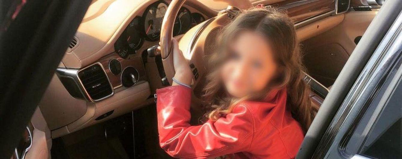 Батько постраждалої від вибуху у центрі Києва дитини розповів, як вона опинилася в злощасному авто