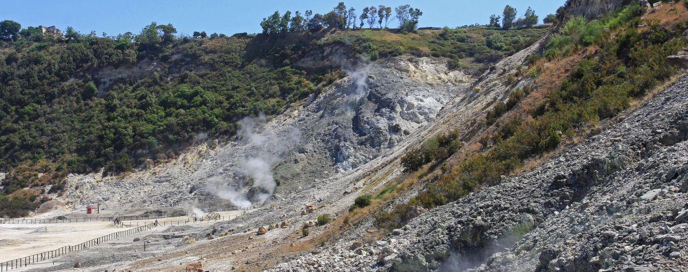 У Італії родина туристів загинула через падіння у кратер вулкана