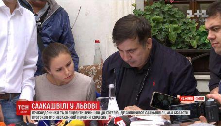 Група Саакашвілі: півсотні людей у камуфляжі розбили табір у місті поблизу Львова