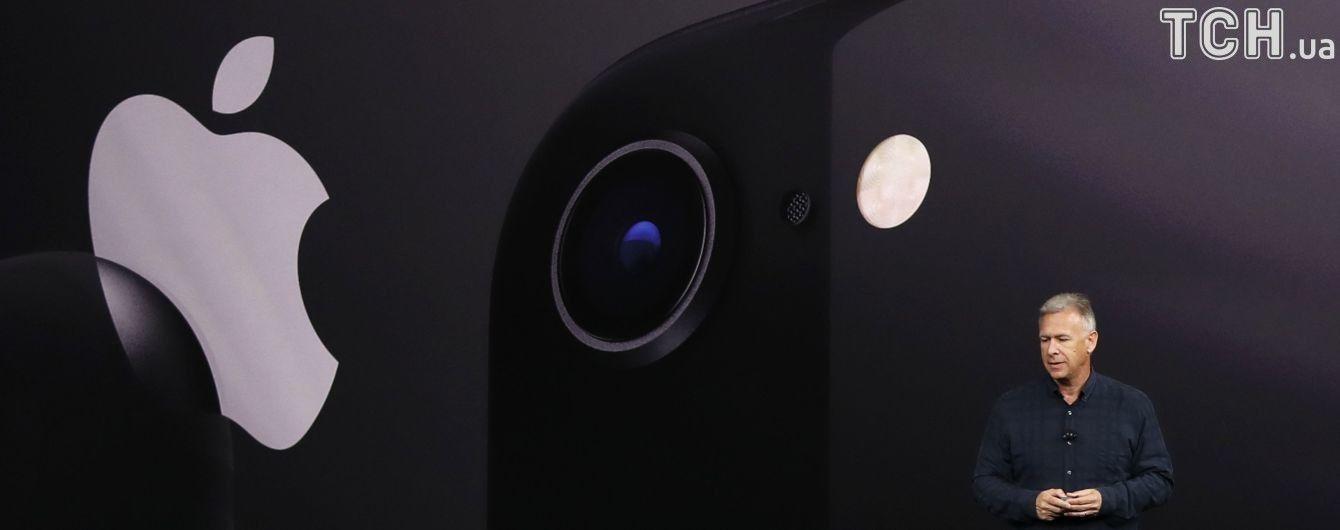 Застарів вже на презентації: у Мережі посміялися над iPhone 8