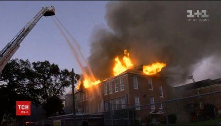 В американском штате Флорида загорелась начальная школа