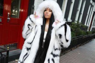 В шубе и на шпильках: Ники Минаж на модном показе