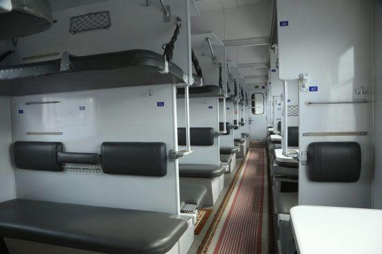 """Кравцов розповів про """"революцію"""" у системі прибирання у поїздах та боротьбі із тарганами"""