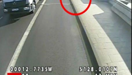 Шалений бігун: в Лондоні чоловік кинув під автобус жінку, яка заважала йому бігти