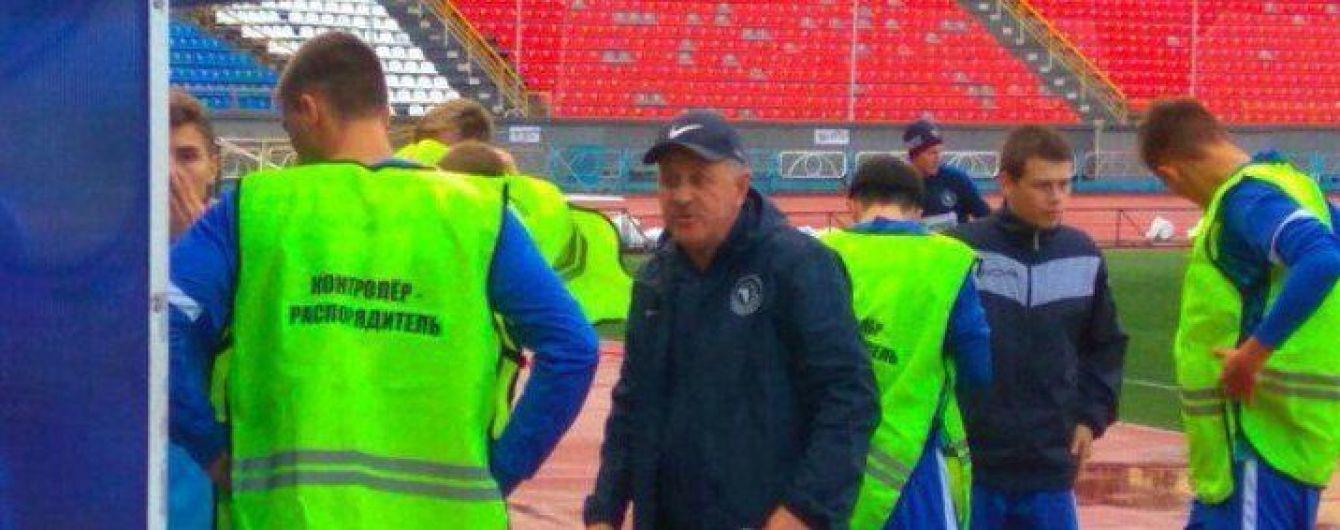 Российские футболисты сыграли матч в манишках стюардов