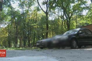 Сигналізація в машині дві доби тероризувала цілий квартал багатоповерхівок у Дніпрі