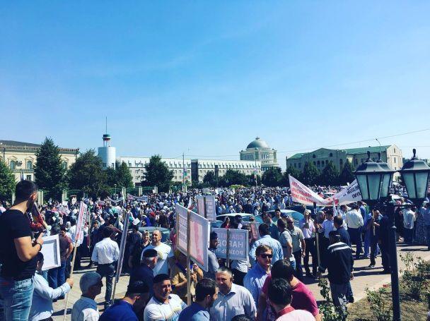 Тисячі людей вийшли на вулиці Грозного через масові вбивства у М'янмі