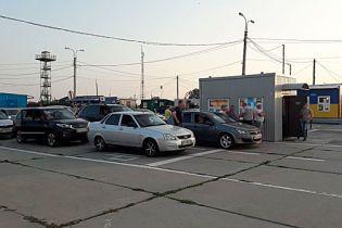 """На """"Чонгаре"""" таможенники брали взятки за беспрепятственную перевозку алкоголя и табака в Крым"""