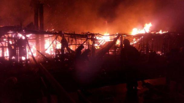 В Киеве сгорел ресторан на воде