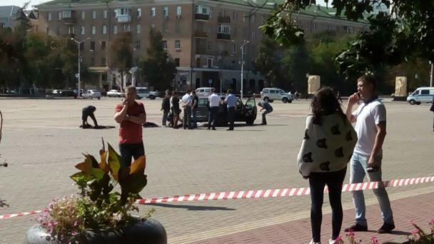 У Росії в центрі міста чоловік викинув з авто труп та намагався вбити себе