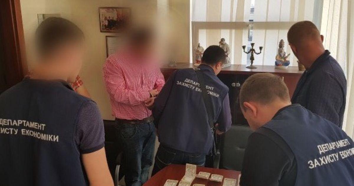 Преподаватель был задержан на горячем @ Оттел коммуникации полиции Киева