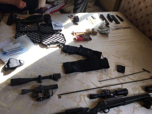 На Херсонщині схопили 8 росіян із цілим арсеналом зброї та боєприпасів