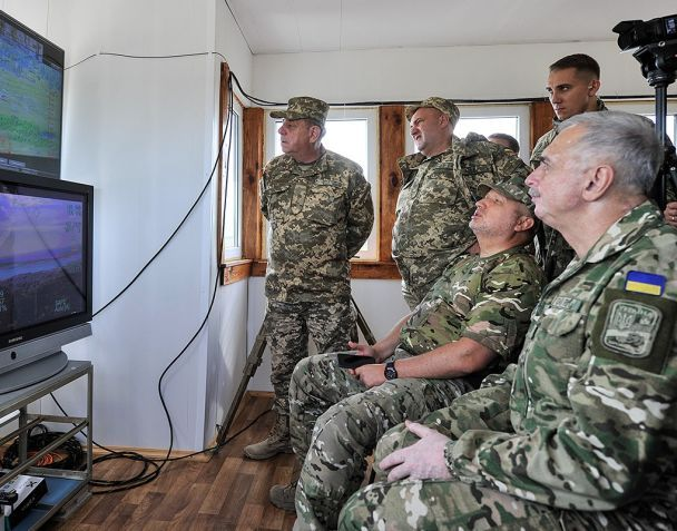 Цілі вражені. Турчинов успішно випробував український бойовий безпілотник