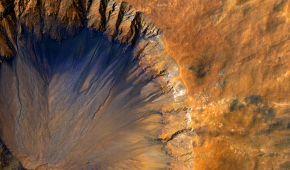 Сині потічки й самотні гори: NASA приголомшило новими фотографіями з Марса