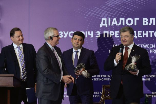 """""""Маски-шоу стоп!"""": Порошенко и Гройсман запретили силовикам """"налетать"""" на бизнес"""