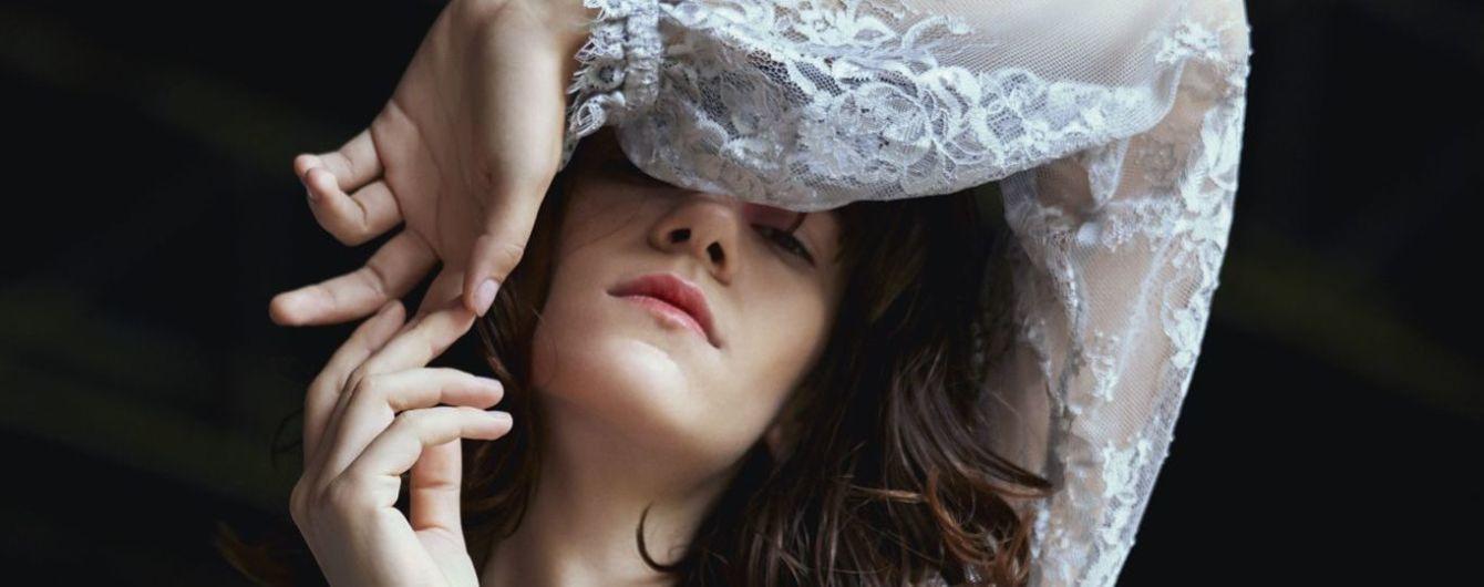 Романтичные платья, прозрачные костюмы и цветочные орнаменты в новой коллекции бренда JULIA GURSKAJA