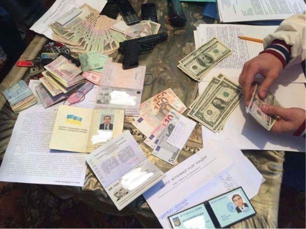 На Закарпатті на  150 тисяч гривень хабара спіймали помічника нардепа