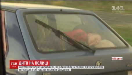 Родители пренебрегают мерами безопасности для ребенка во время поездок в авто