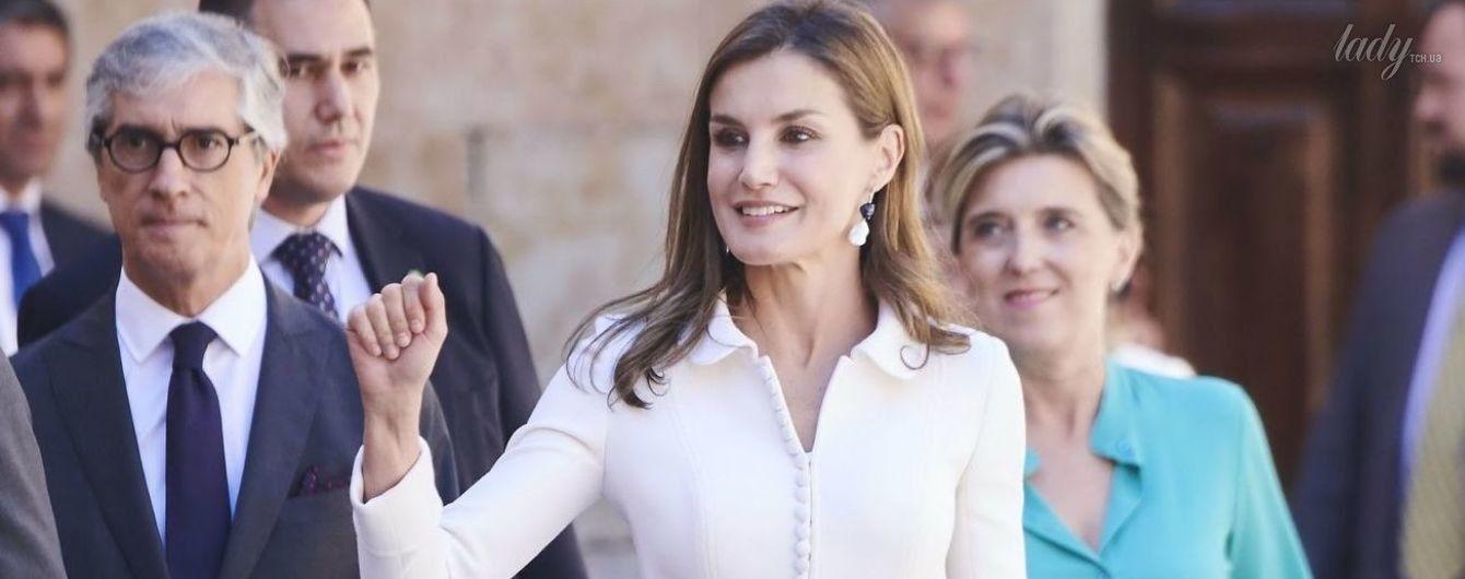 Как всегда, хороша: королева Летиция надела красивый наряд на встречу со студентами