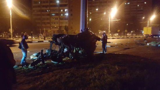 У Харкові Mercedes зім'яло в коржик від удару об стовп, загинули троє іноземців