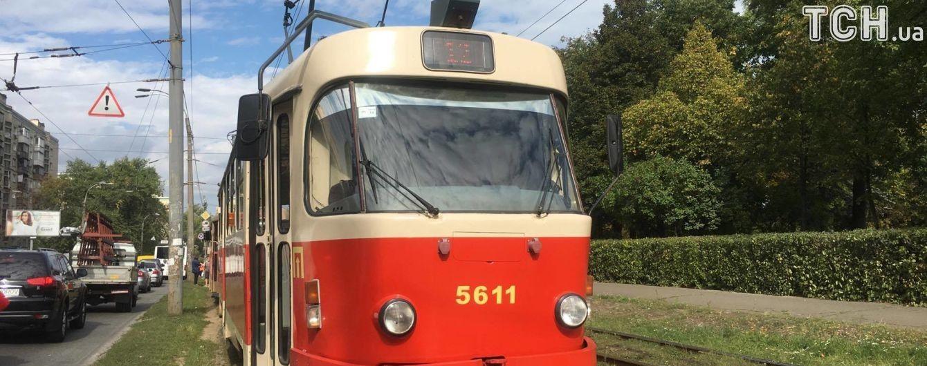 В Киеве трамвай насмерть переехал мужчину