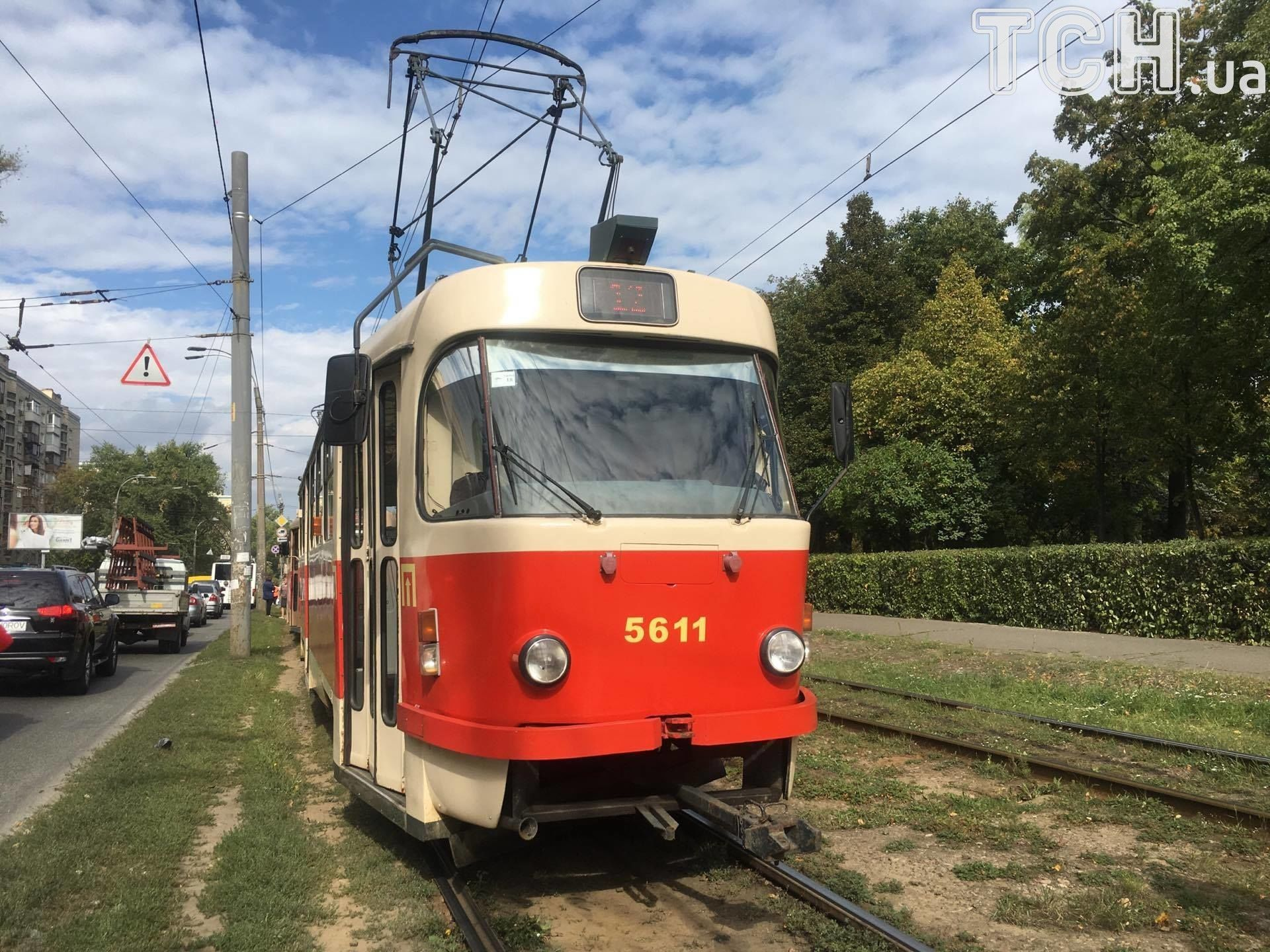Людина потрапила під трамвай_1