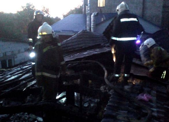 Cотрудники экстренных служб сегодня рано утром ликвидировали огонь вхостеле наСадовой