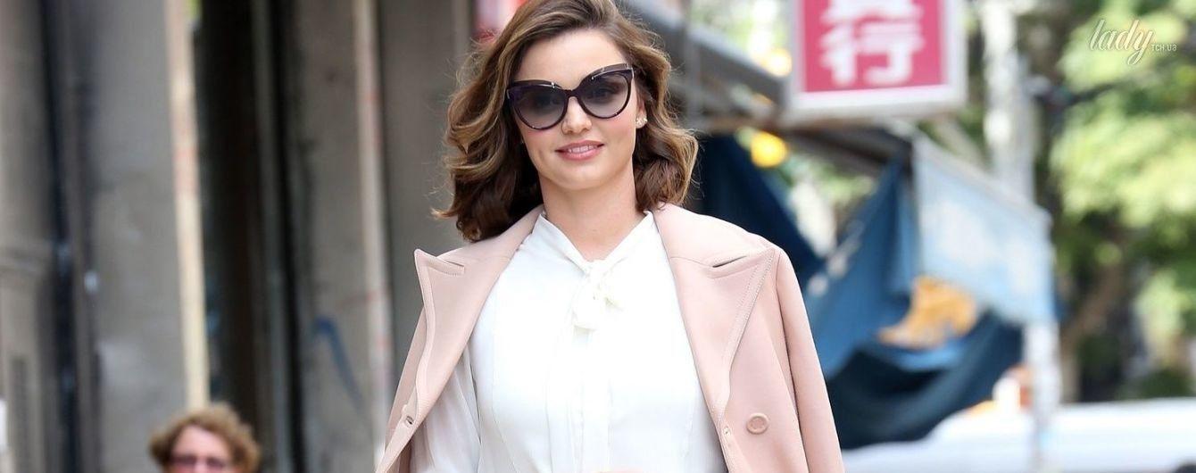 Выглядит отлично: Миранда Керр в стильном наряде замечена на улицах Нью-Йорка