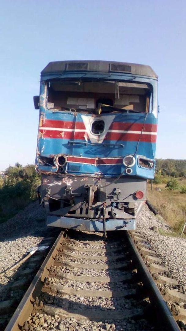 На Харківщині пасажирський поїзд протаранив вантажівку, є постраждалі