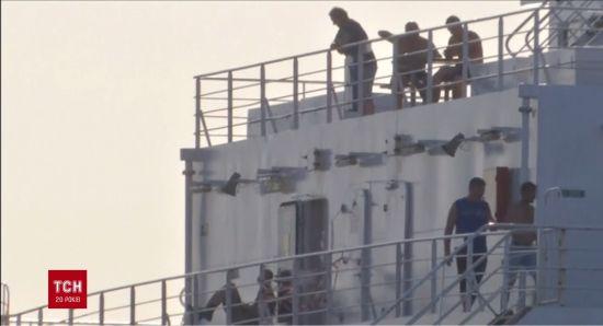 """Між Україною і Туреччиною """"застрягло"""" судно з 12 нелегальними мігрантами"""