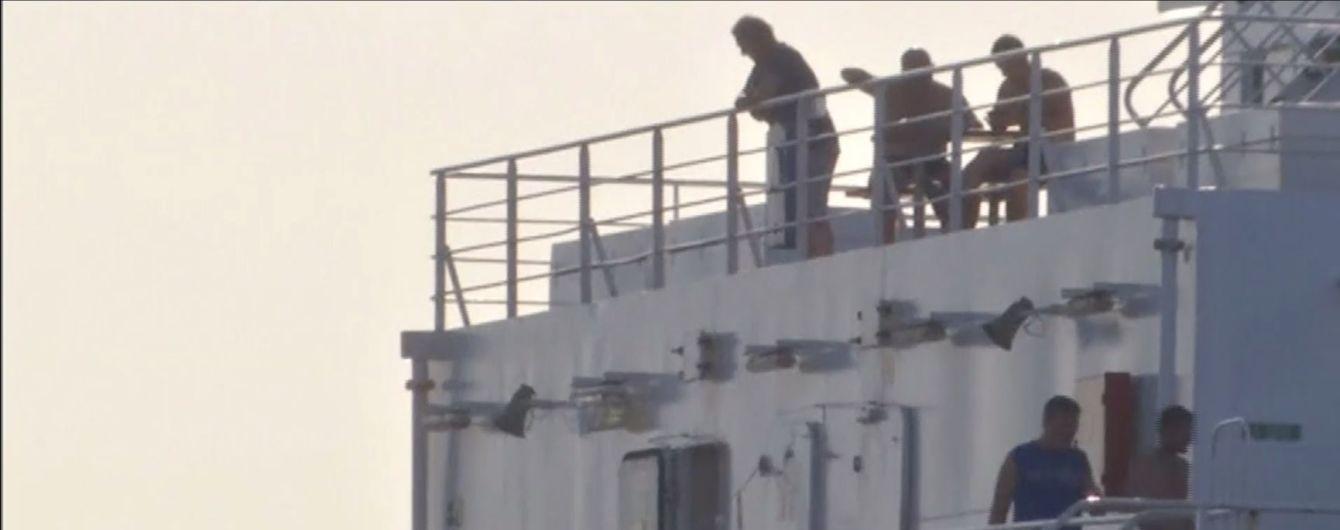 """Между Украиной и Турцией """"застряло"""" судно с 12 нелегальными мигрантами"""