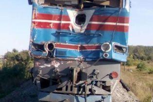 На Харьковщине поезд врезался в грузовик