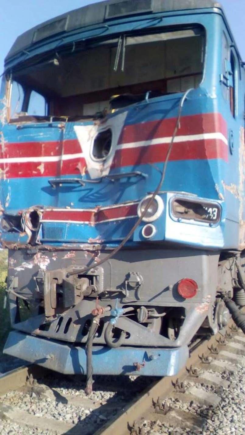 поезд врезался в грузовик