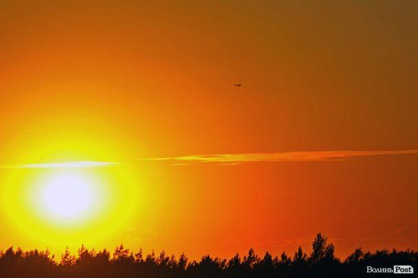Самолеты сбрасывали бомбы и стреляли из ракет. СМИ показали зрелищные фото военных учений на Волыни