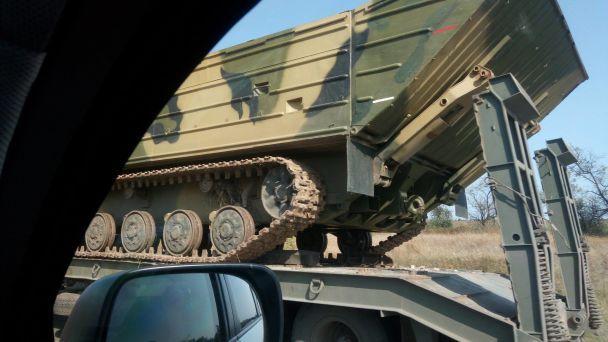 Возле оккупированного Луганска заметили сразу три колонны с техникой